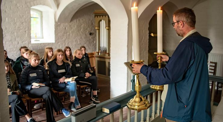 Steen Andreasen fortæller i krypten under Viborg Domkirke