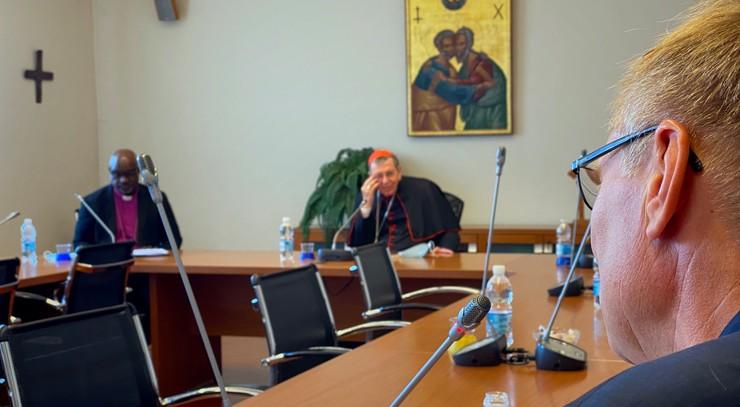 Henrik Stubkjær i møde med Caritas